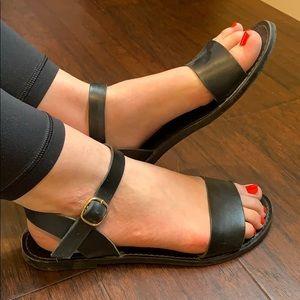 Steve Madden Black Sandals!